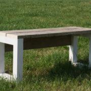 Balktafel met stoelen en bank
